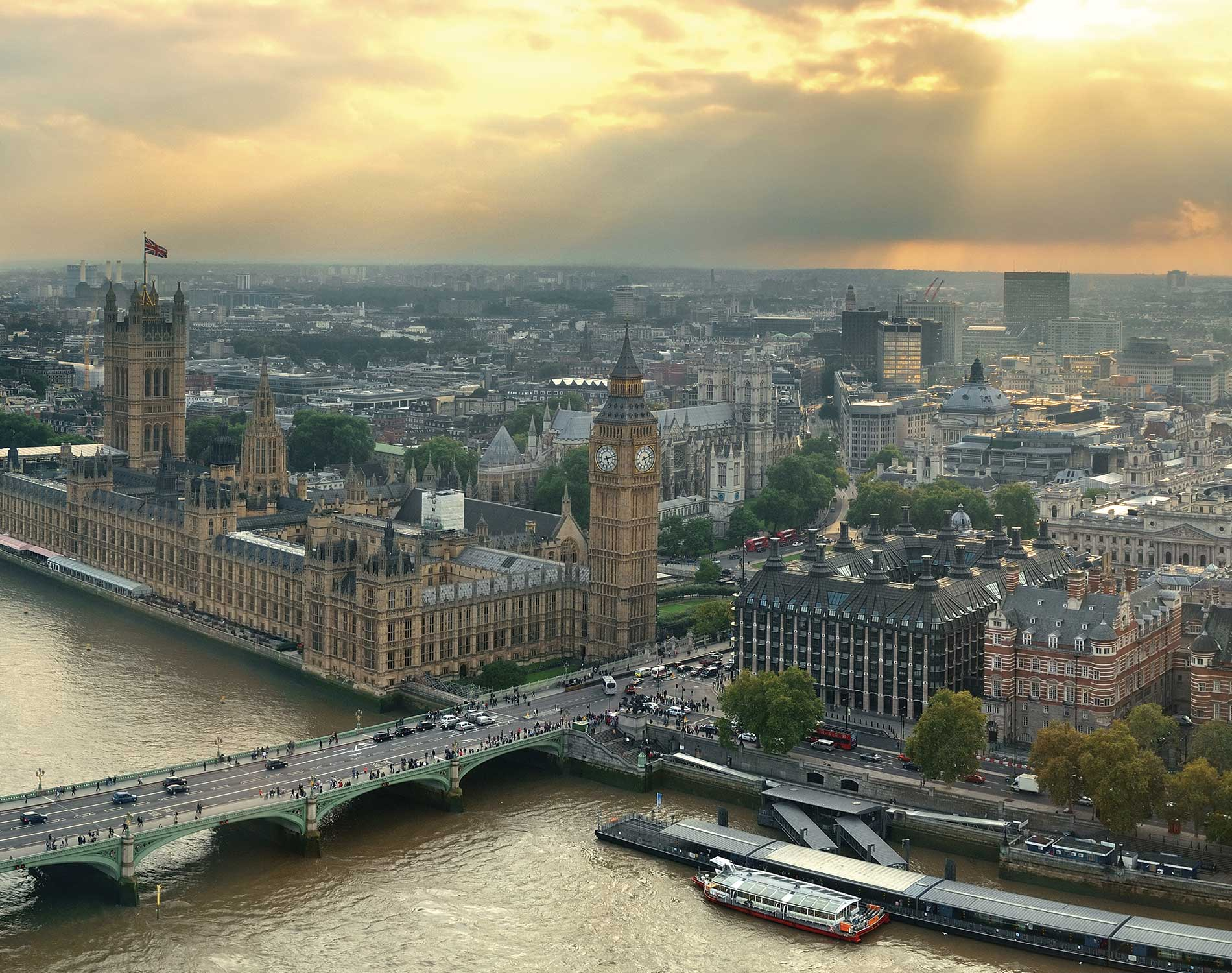 /-/media/images/website/background-images/regions/united-kingdom/westminsterrooftopview.ashx